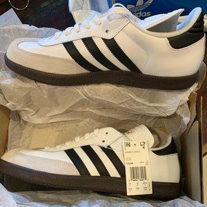 Adidas Samba Classic White/Black stripes.